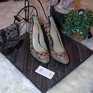 Couch Caya authentic canbas plat heels size 9